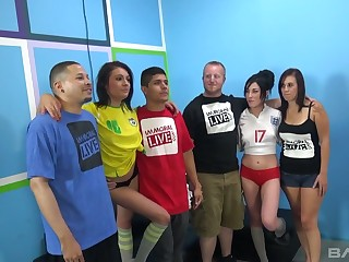 Ardent whore Jennifer White flashes tits and gives a in agreement blowjob (FFM)