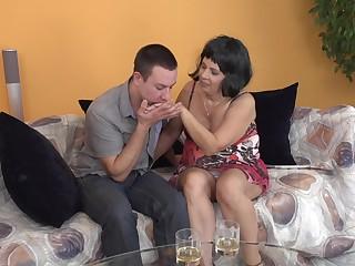 AMateur brunette grown-up MILF Kisha gets her hands licked before a fuck