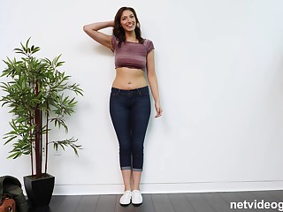 Curvy second-rate neonate Bella blows a big dick on the casting couch
