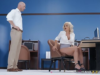 Blonde Madelyn Monroe gets unimpressed and swallows her coworker's load