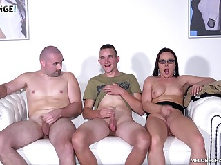 Wendy Moon seduces two guys and sucks their cocks on the chaise longue