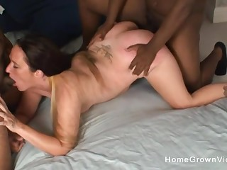 Chunky southern cumslut gets unobscured by one black cocks