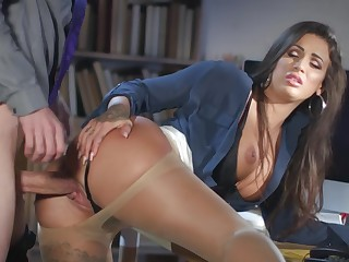 Milf gets laid at the office to the new chap