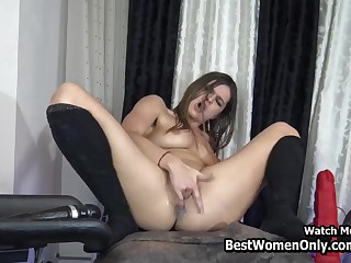 Lesbians Girls Plays Huge Dildos In Webcam Show