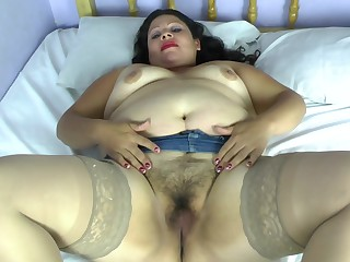 Mature amateur buxom frowning Jeisen strips and exposes her bends