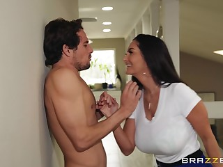 Ava Addams puts a give the impression on her clit not later than a sex be fitting of the best cum