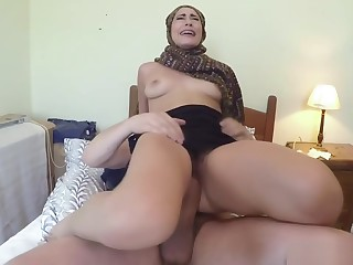 Arab slut takes ache dong while riding in hotel room