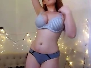 This curvy webcam flatterer makes me non-presence to fuck her
