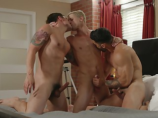 Gay lads are having a wild threesome in pretty kinky scenes