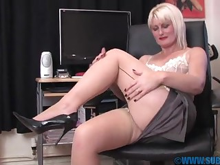 Blonde hottie Sexy Saucy Sally gets her hands on a long dildo