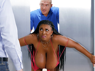 Catch on to huge-chested black screwed attacked by custodian