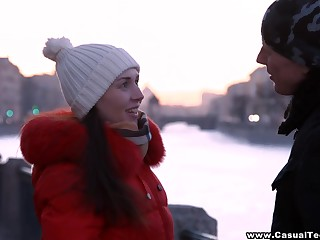 Amateur Russian girl hooks up with one cadger on hammer away first date